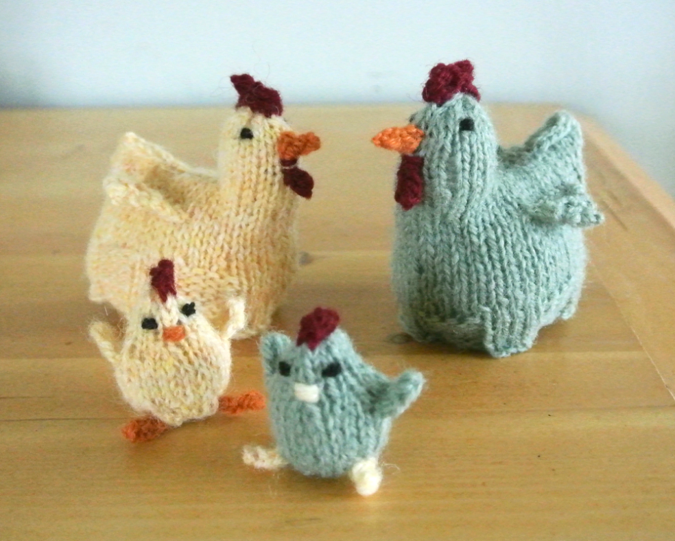 mama hen egg cosy… free pattern in 2020 | Chicken pattern ...