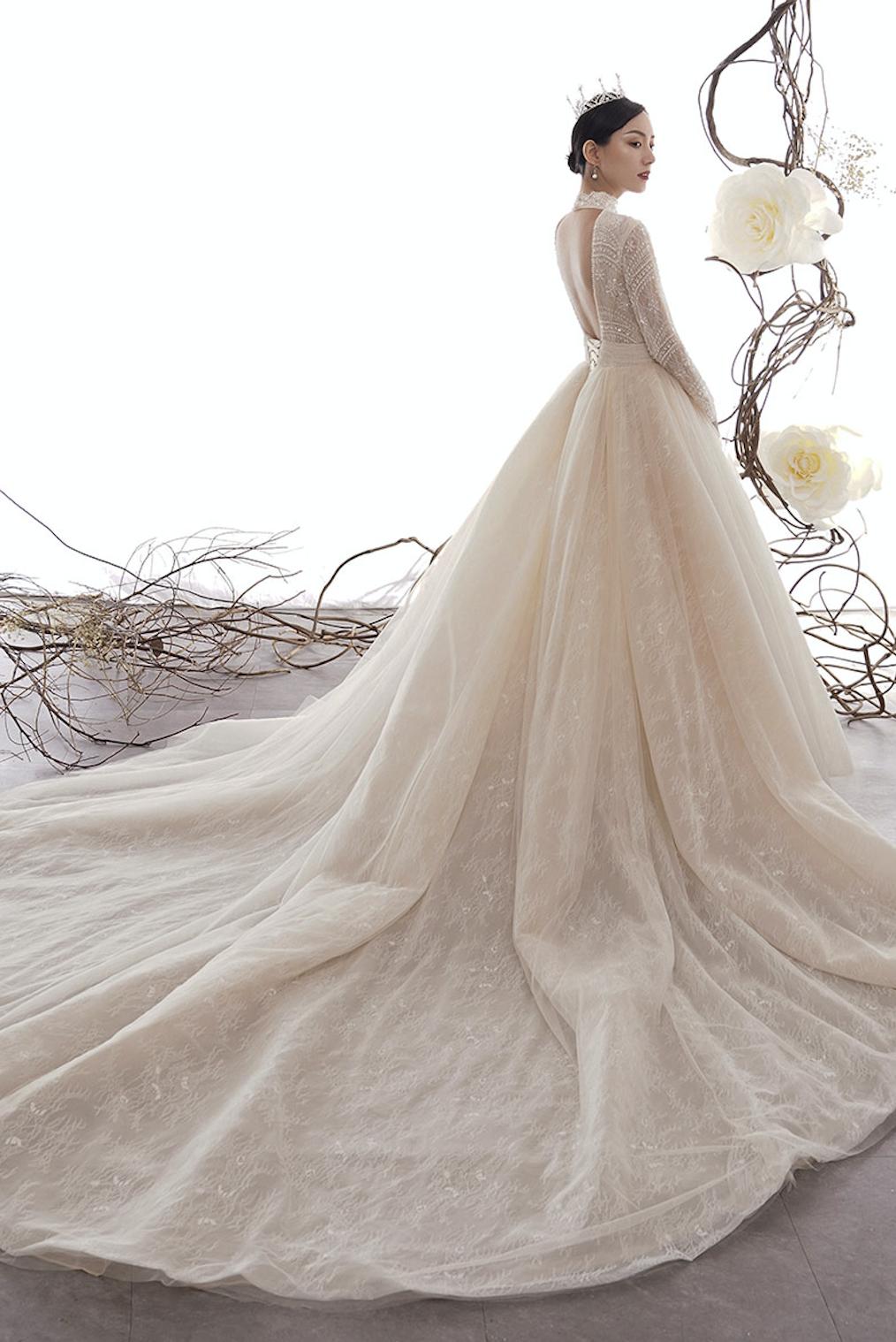 Brautkleid im royalen Prinzessinnenstil mit langer
