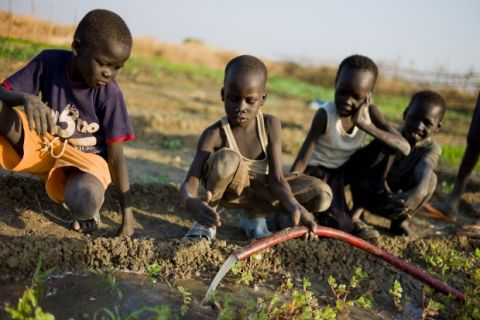 Conflict has limited access to food in the contested border region between Sudan and South Sudan. With the introduction of different late-season crops and treadle pumps for irrigation, families can grow more vegetables during the dry season and sell the surplus for additional income. Photo: Mathieu Rouquette/Mercy Corps