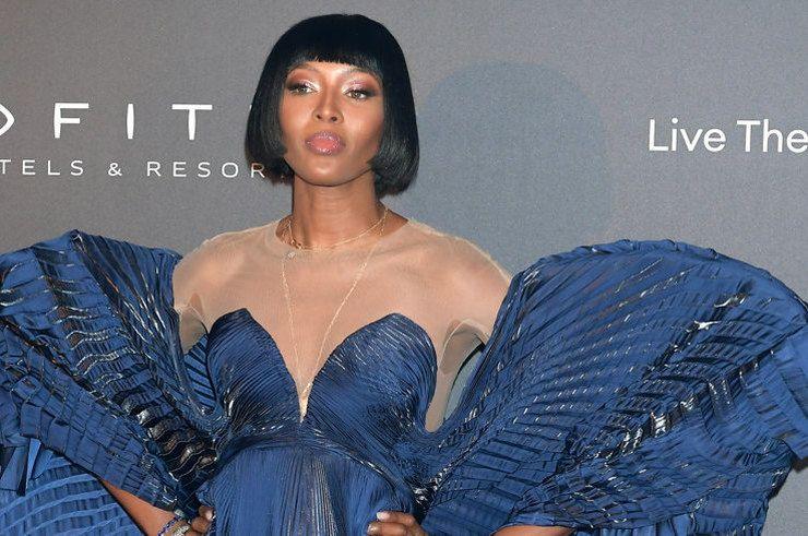 0b8c392328fc748 Наоми Кэмпбелл в роскошном платье с крыльями стала звездой вечеринки в  Париже На вечеринке в рамках