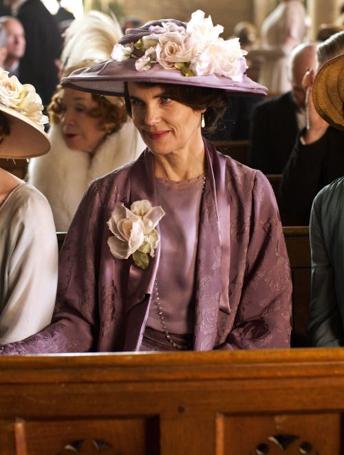 Elizabeth McGovern as Cora Crawley, Countess of Grantham in Downton Abbey (TV Series, 2012).
