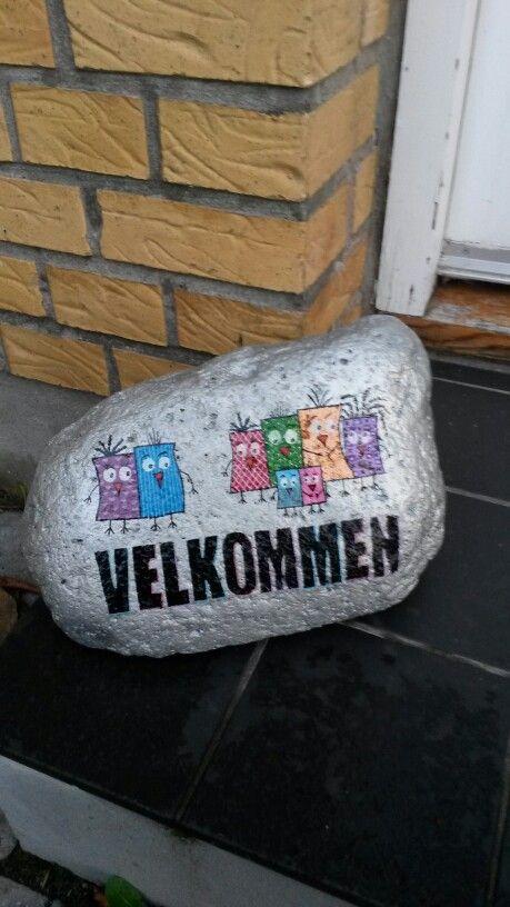 Velkomst sten malet med acryl maling og posca tusser
