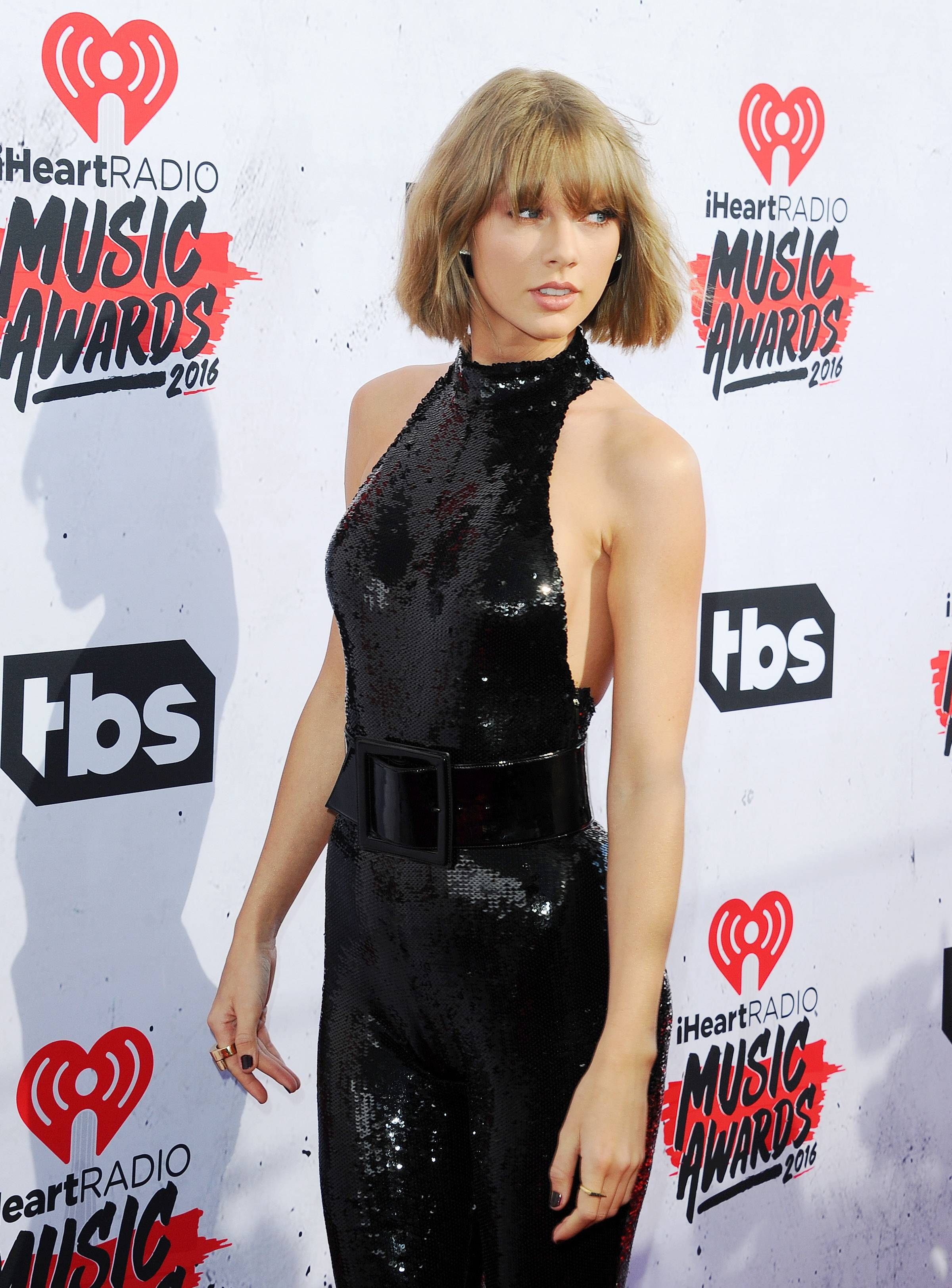 Imgur | Taylor swift, Taylor swift awards, Awards