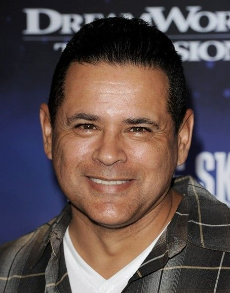 raymond cruz height