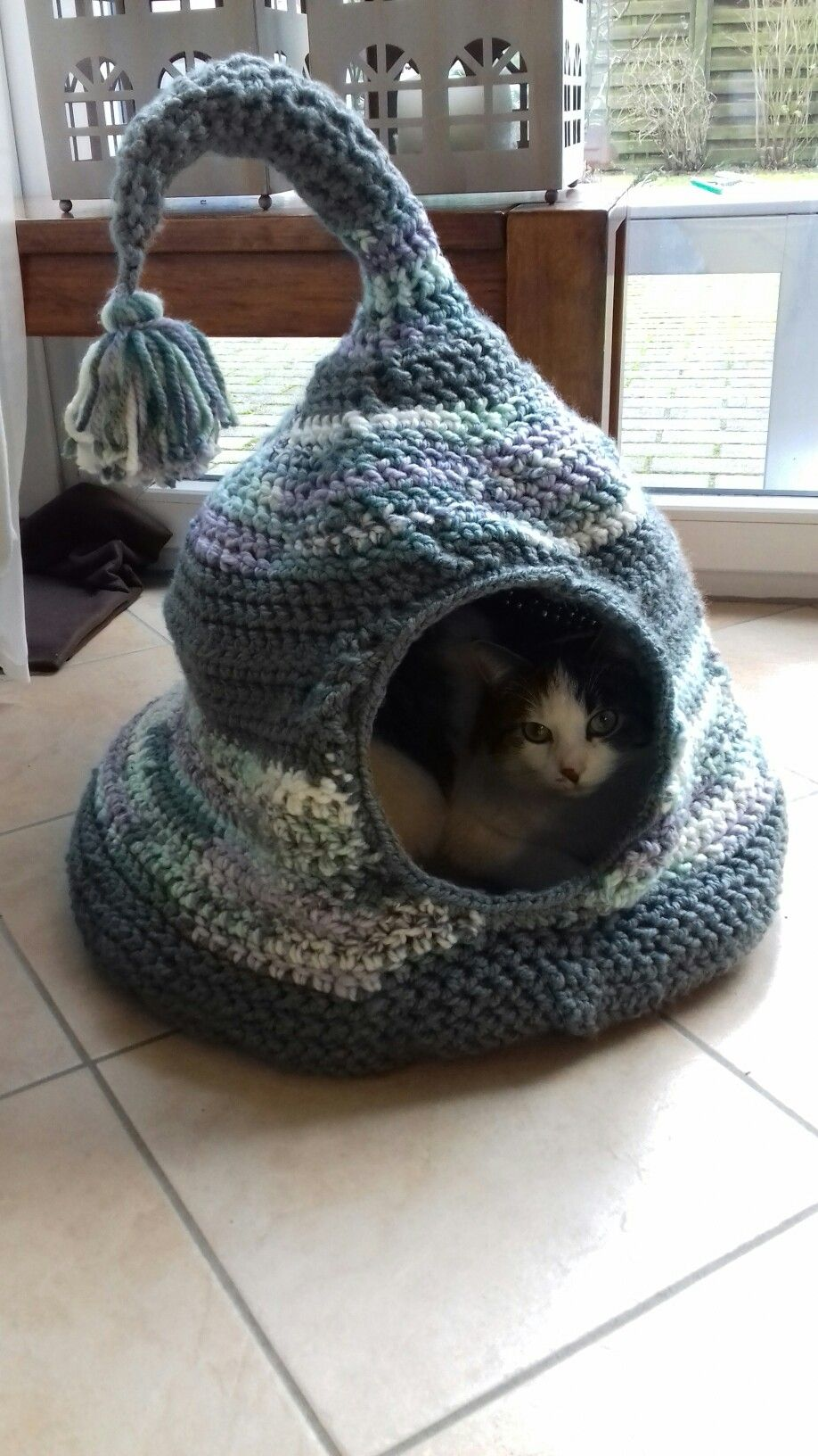 Tutorial: Super Bulky Crocheted Cat Bed   Red-Handled Scissors   1632x918