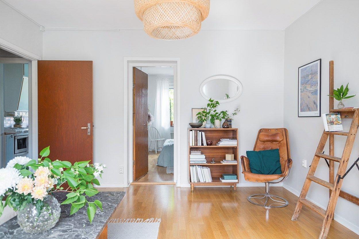 Homestyling med vintage i en retrolägenhet i Stockholm