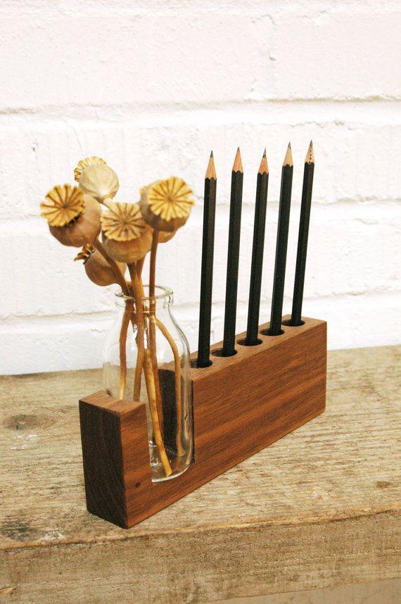 Stifthalter aus holz mit kleiner vase tolle deko f r den for Kleiner schreibtisch holz