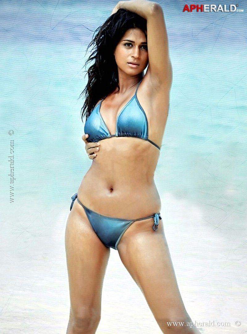 hot bikini das Shraddha