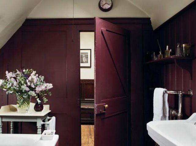 De Quelle Couleur Repeindre Votre Mur Nos 30 Inspirations Elle Decoration Decoration Salle De Bain Salle De Bain Bordeaux Couleur Salle De Bain