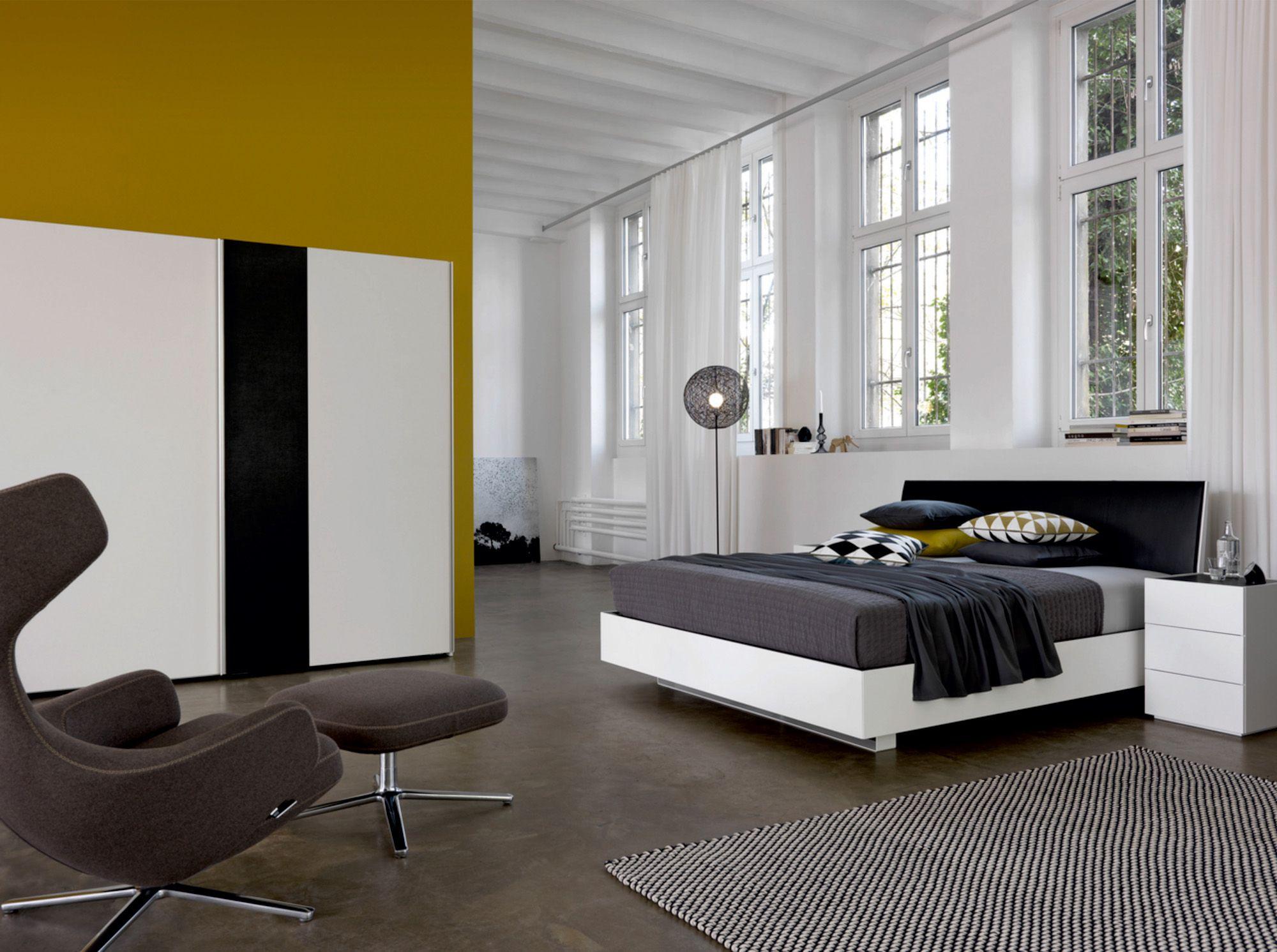 schwebebett | hohe kopfleiste | lack | leder | schwarz und weiß, Schlafzimmer entwurf