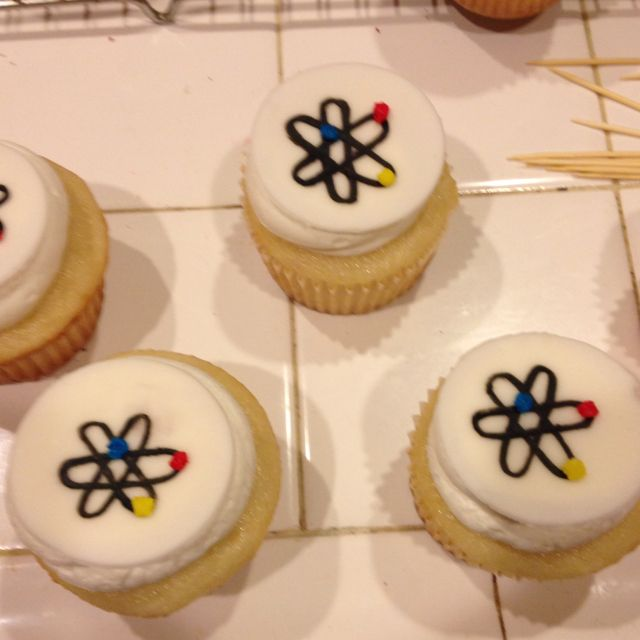 Atoms Cupcakes With Images Cupcakes Cake Atom