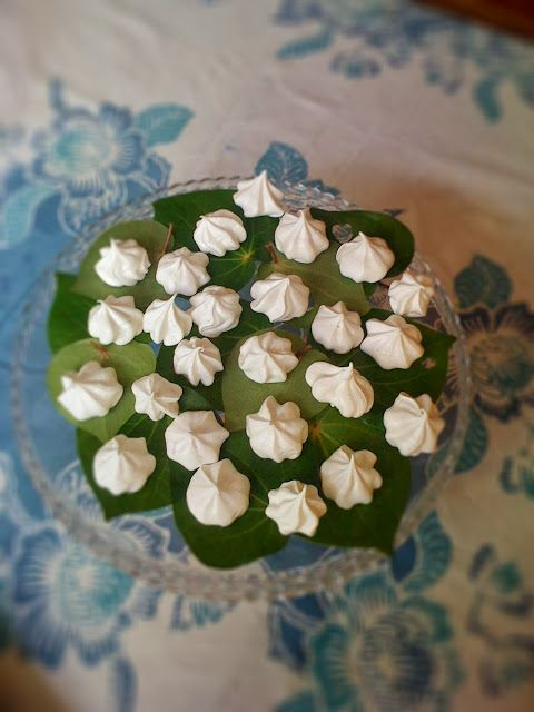 Cooking with flowers: Meringues and biscotti with kawakawa and roses
