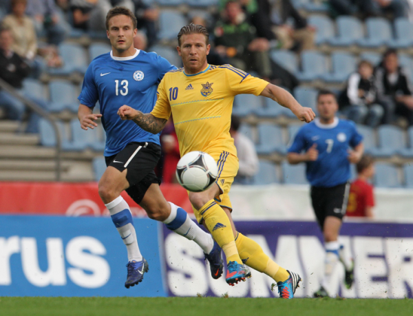 Ukraine S National Football Team Player Andriy Voronin R Eyes The Ball Next To Estonia S National Football Te National Football Teams Football Match Football