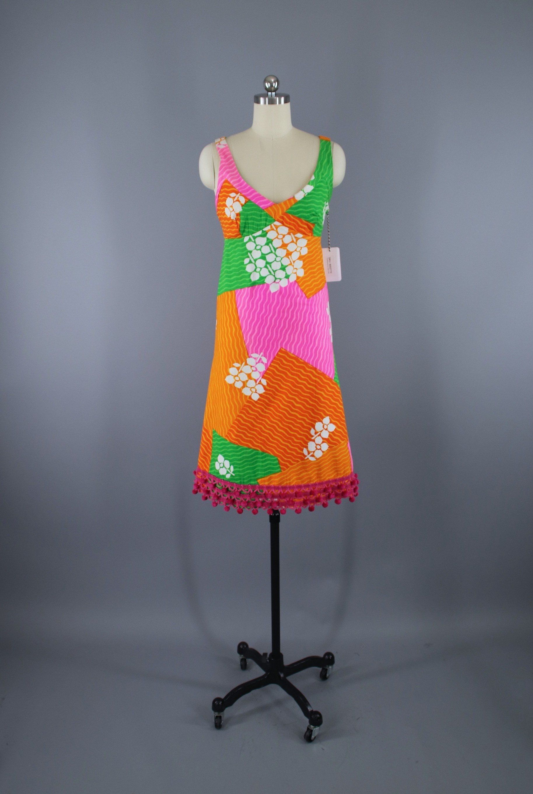 e8790ad0154 Vintage 1960s Hawaiian Print Dress   Malia Hawaii thisbluebird.com  dress   dresses  vintagedress  vintage  vintagedresses  daydress  fashion   vintagefashion ...