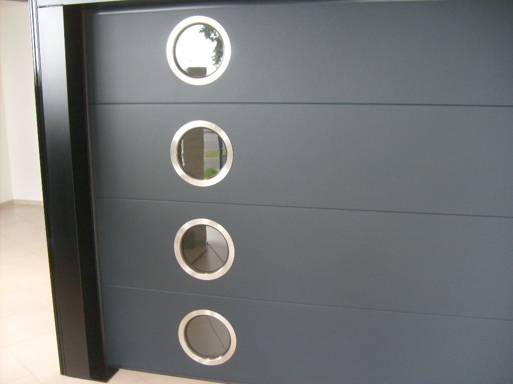 Portedegarageanthracitesectionnelleavechublotaaixen - Porte de garage sectionnelle avec porte douche pvc