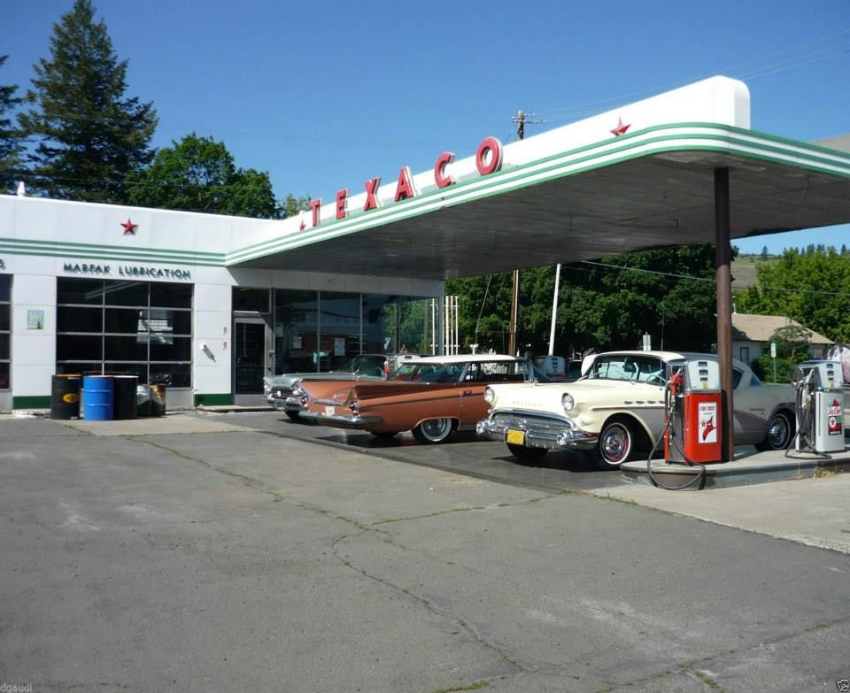 Buicks at a Texaco station. Old gas stations, Gas