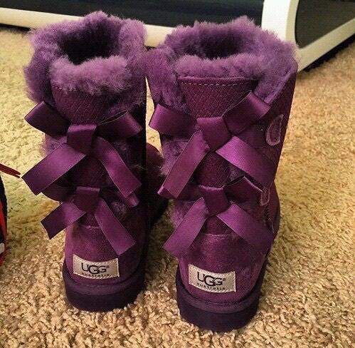 pinterest: @nikeg0ld☽☼♔   Ugg boots
