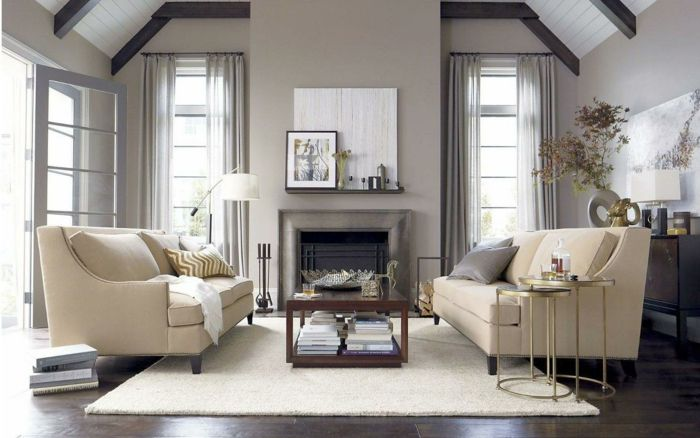 Wohnzimmer Landhausstil Luftige Gardinen Elegante Sofas Weißer Teppich