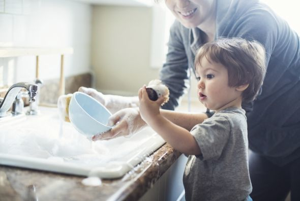 ¿En qué pueden ayudar tus hijos en casa según su edad?