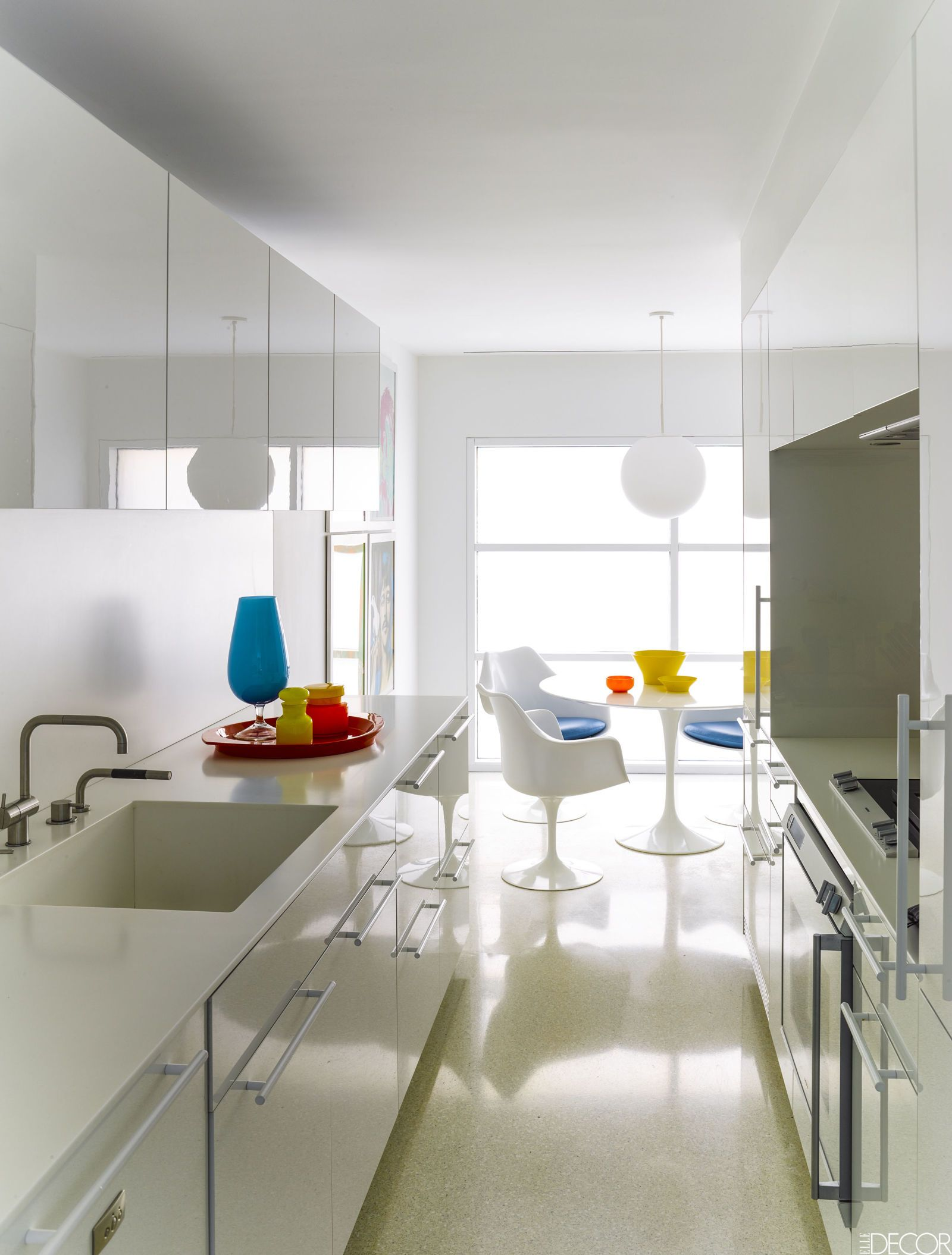 HOUSE TOUR: A Pared-Down Pad Where Playful Artwork Pops | Cocina ...