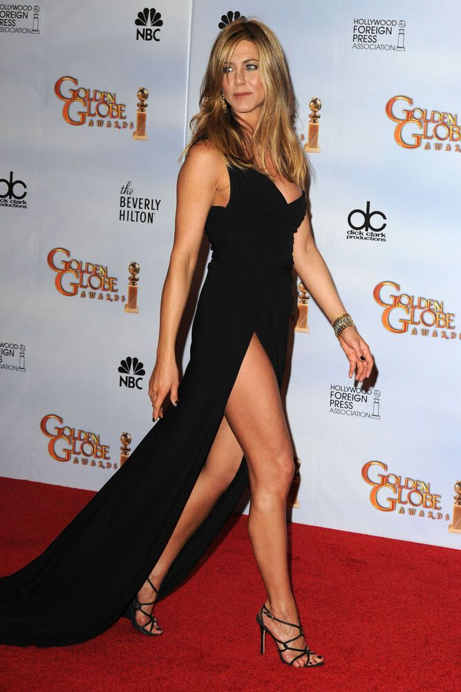Jennifer Aniston Showing The Stone On The Red Carpet 8x10 Picture Celebrity Prin   eBay