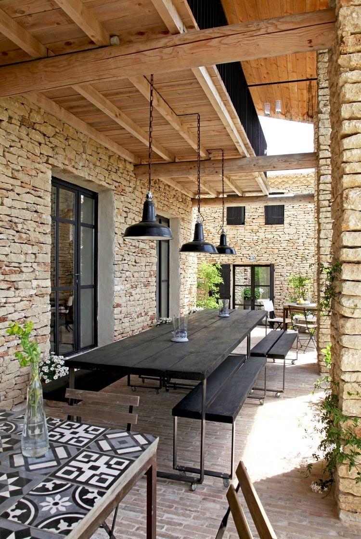 Salon De Jardin Carreau De Ciment une salle à manger d'été convivale, table carrelée carreaux