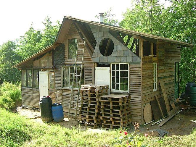 silence haven une maison faite de dchets - Construire Sa Maison En Palette