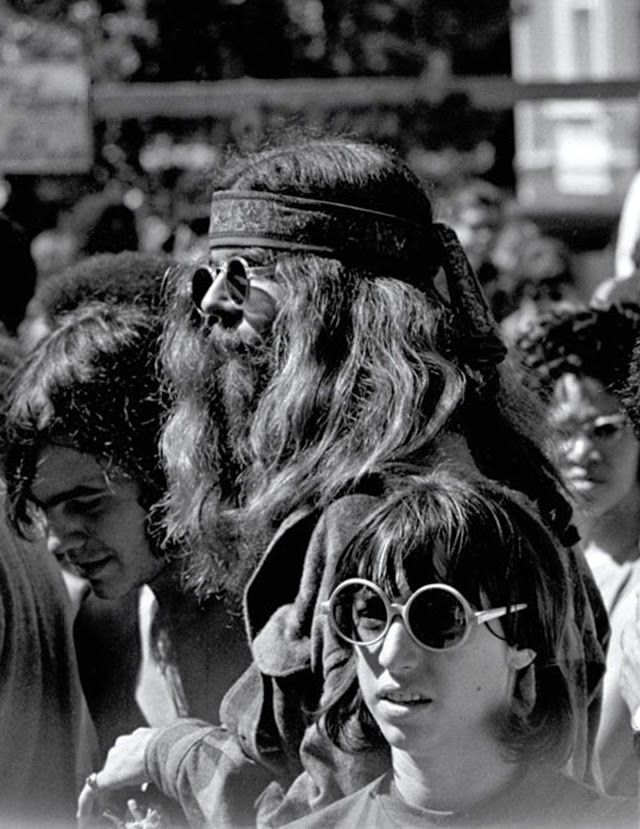 vintage everyday  The Summer of Love – Pictures of Hippies in Haight  Ashbury da63560bf1d