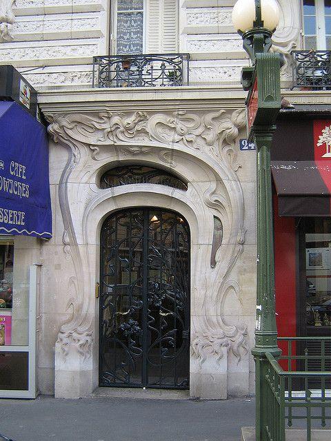 Art nouveau door, rue Felix Faure