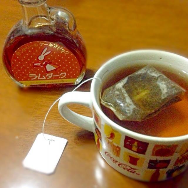 なんだか普通のティーバッグ(Tバックではない〜笑)が美味しいのでダーク・ラム添加  ・・・紅茶に入れるのはウイスキーの方が美味しいな - 19件のもぐもぐ - ラム&ティー☕️ by manilalaki