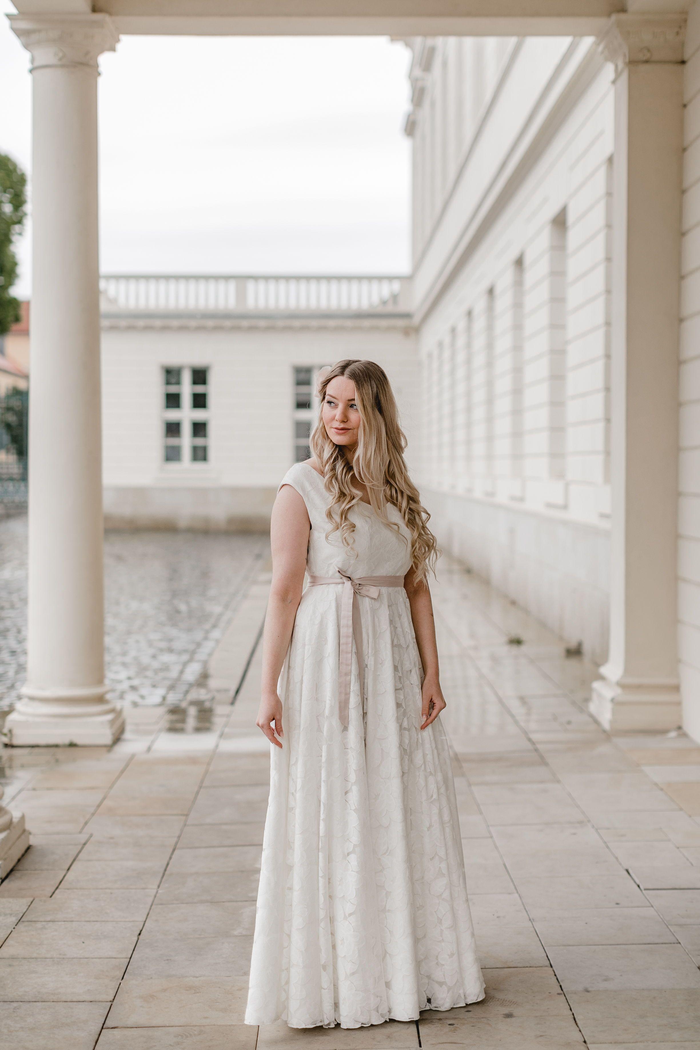 """elementar """"Curvy Bride"""" - Boho Brautkleider für große Größen"""