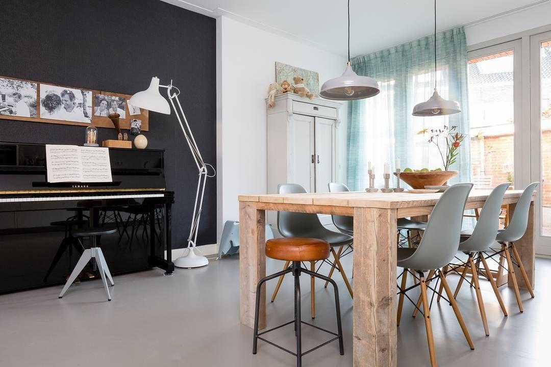 KIJKEN & SHOPPEN • 'Weer verliefd op je huis' gezien met stylist Frans Uyterlinde en iets leuks gespot? Bekijk en shop de gebruikte producten uit aflevering 1: link in bio.