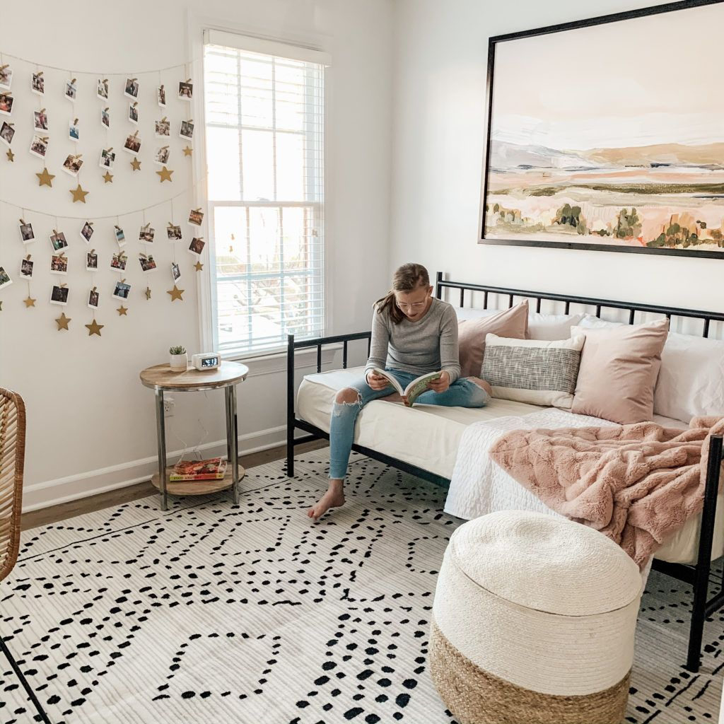 Pre-Teen Girls Bedroom Reveal Featuring Black, White, Blush & a Daybed