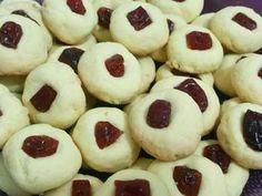 Biscoitinhos amanteigados com goiabada: Receita de Biscoitinhos amanteigados com goiabada.