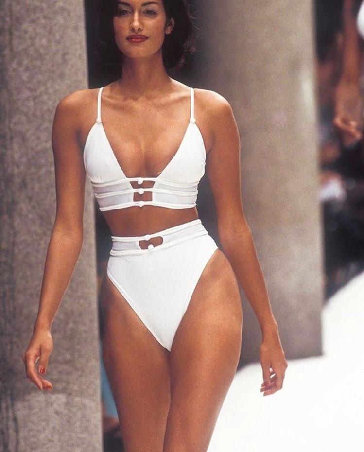 b6fcdae0fbd Yasmeen Ghauri / FENDI Runway 1995   Paper Godess in 2019   Fashion ...