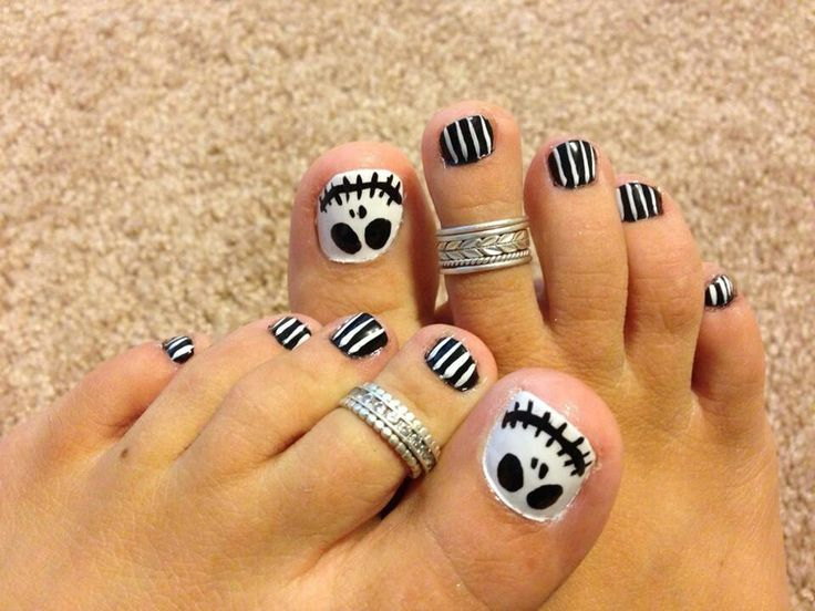 Pin By Brianna Alexander On Nails With Images Halloween Toe