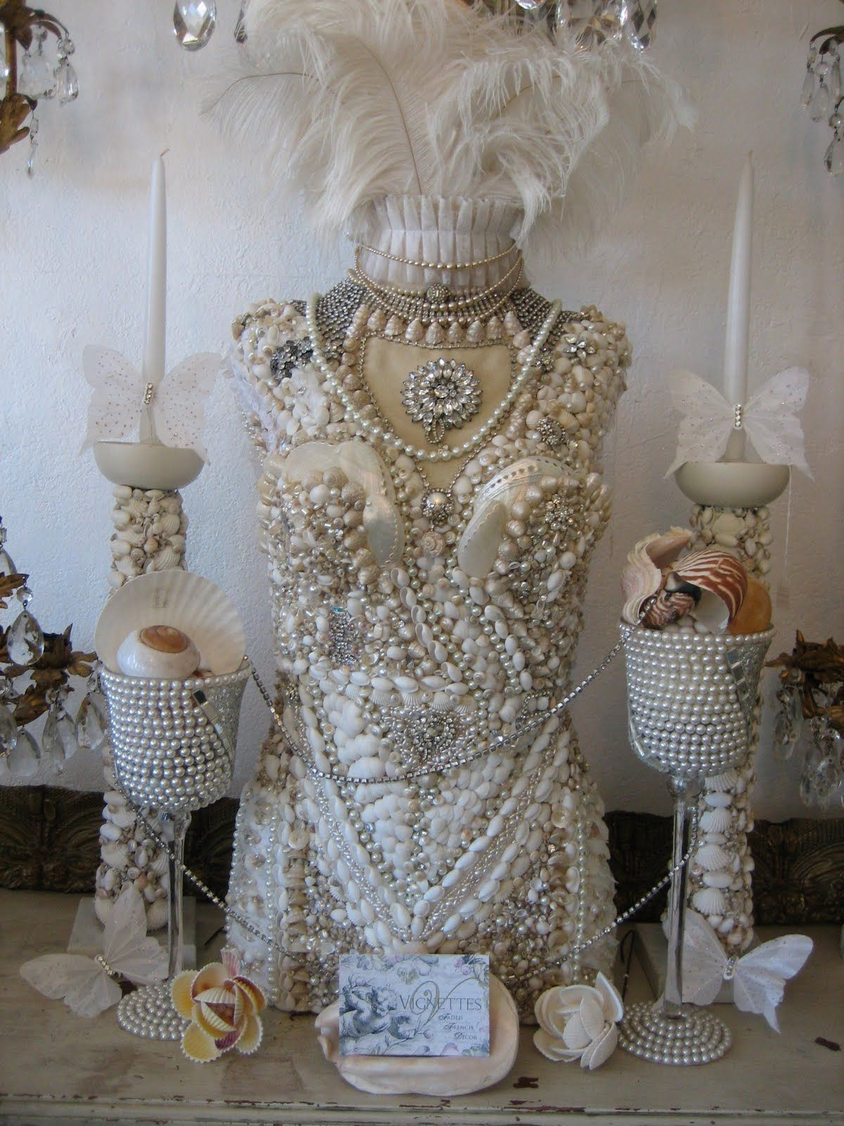 Vignettes Antiques Seashell decoration in high fashion
