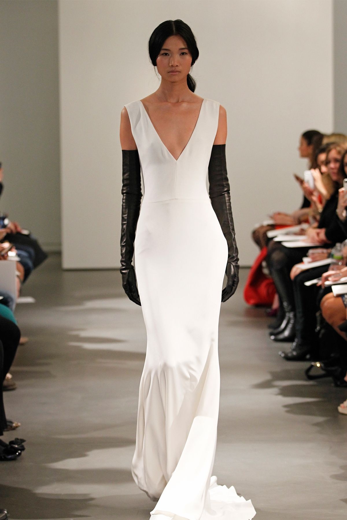 Vera Wang Spring 2014 Bridal Light ivory sleeveless V-neck silk ...