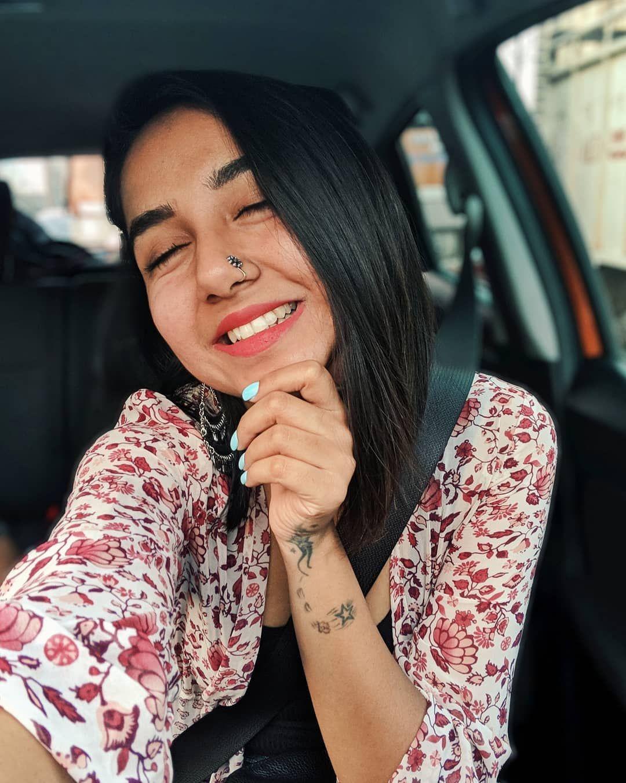 Follow Me Rishita Surve•̀.̫•́✧ Independent Girls, Happy Puppy, Creative Portraits, India Travel, Happy Girls, Photo Poses, Office Wear, Indian Beauty, Indian Fashion