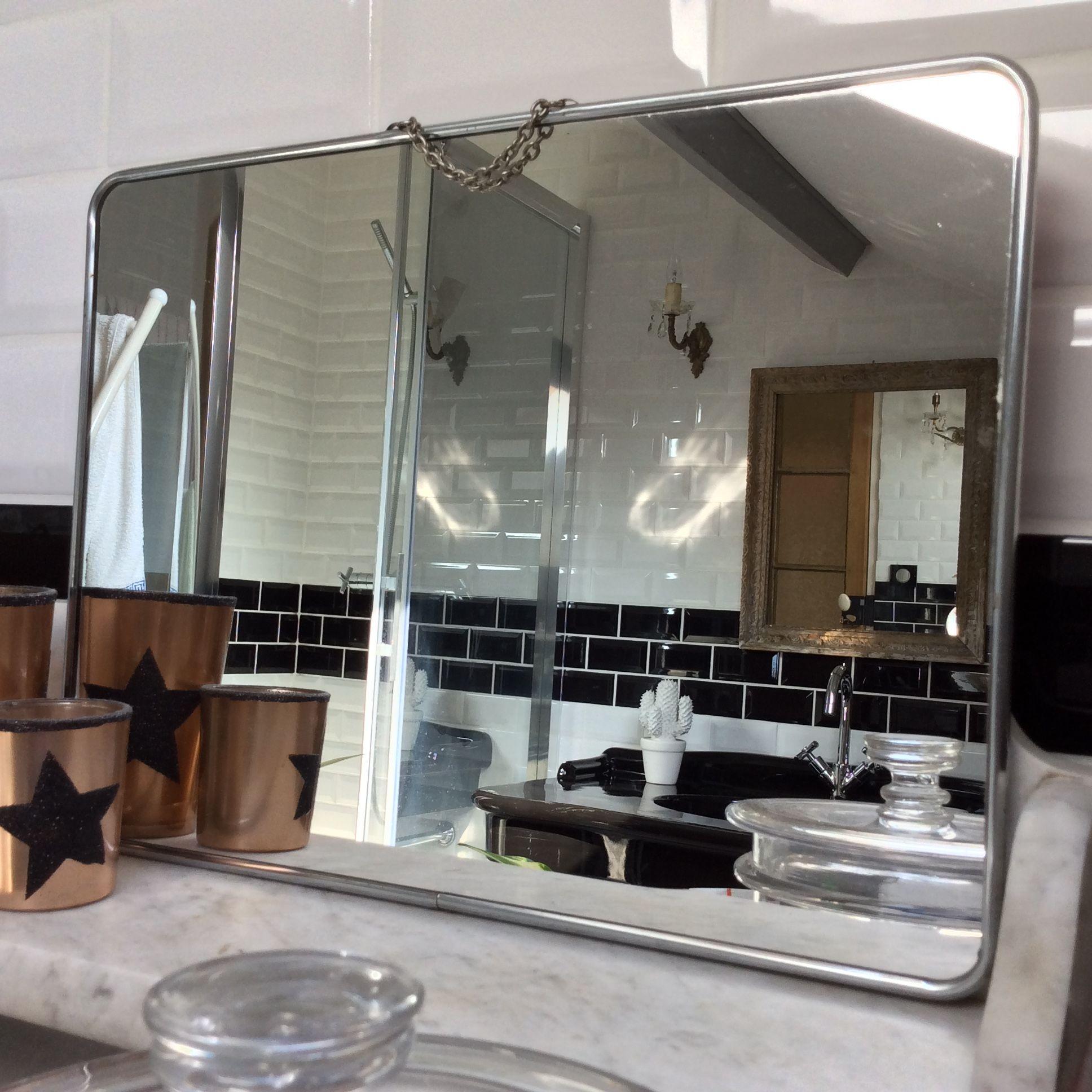 Grand miroir de barbier ancien avec chainette Dos en ska¯ rouge