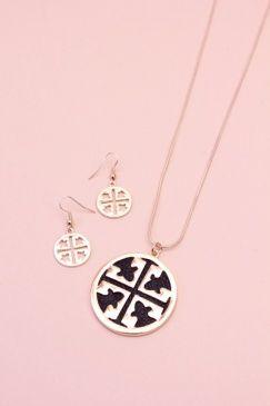 Cute necklace set.