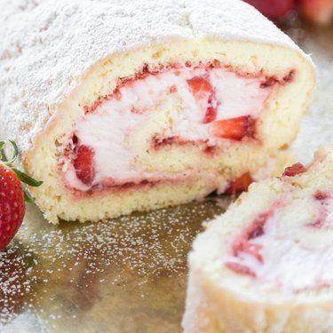 Biskuitrolle mit Erdbeeren! Das Rezept, das du kennen musst