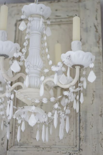 LAMPARA- love the milk glass crystals