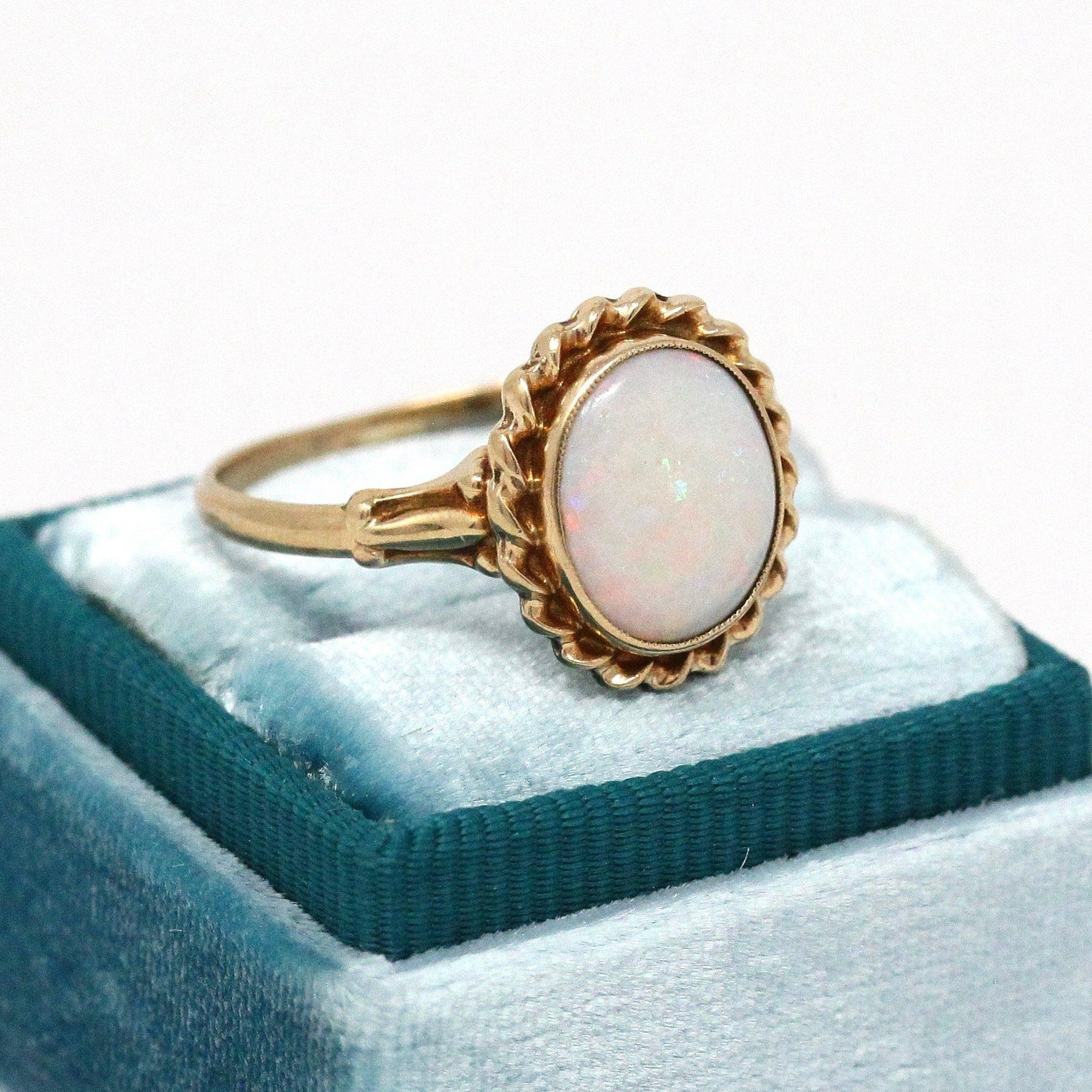 Beautiful Vintage 1940s Retro Era 10k Yellow Gold Genuine Opal Ring This Fabulous Statement Ring Contains A Genuine O Antique Jewelry Opal Rings Vintage Rings