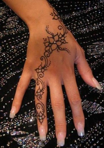 5939c465aceba henna designs,henna tattoo,simple henna designs,beautiful henna designs,henna  tattoo designs,henna art,henna designs for beginners More