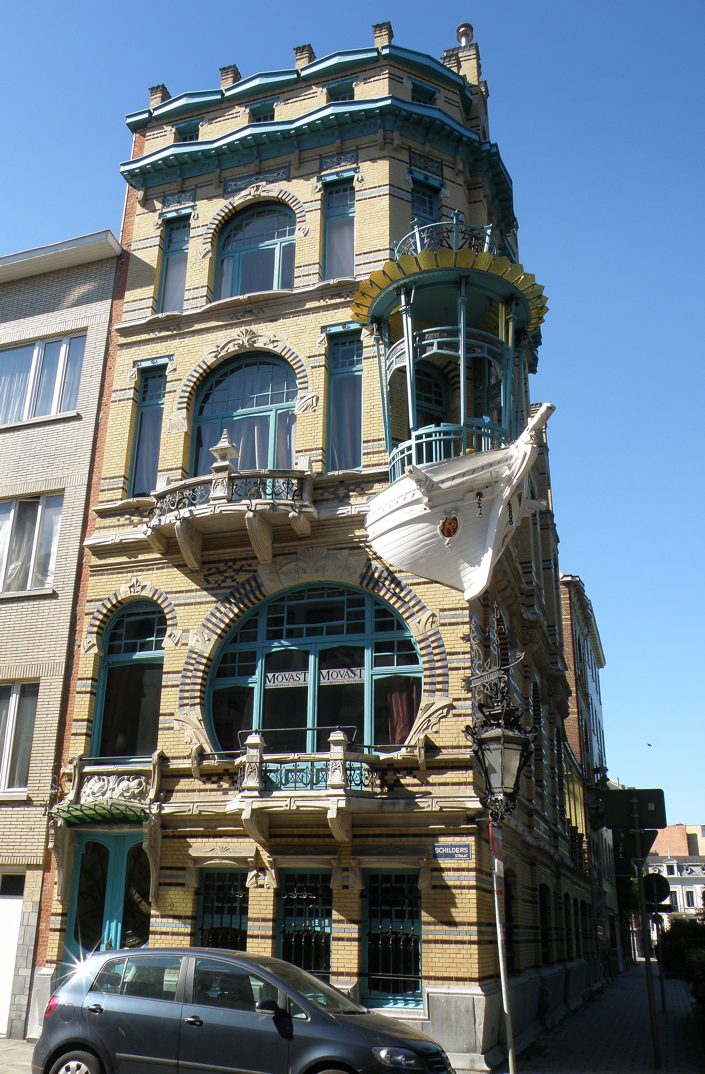 Gorgeous art nouveau house with a boat as balcony it is for Interieur belgium