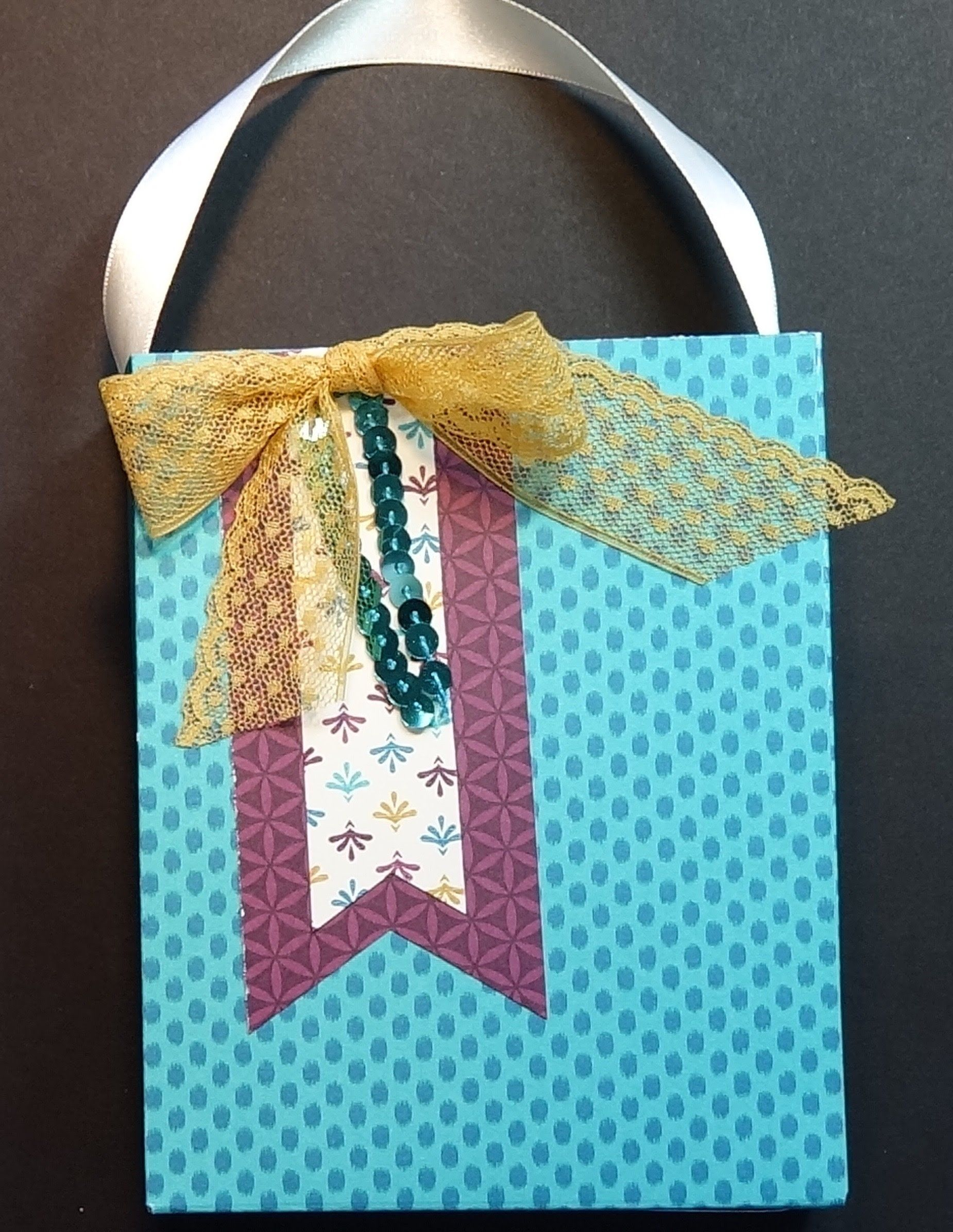 Using The Gift Bag Punch Board To Make A Bag To Fit Greeting Cards