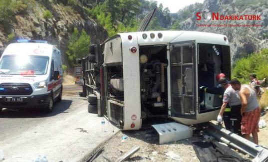 Tur otobüsü devrildi: 5 ölü 19 yaralı