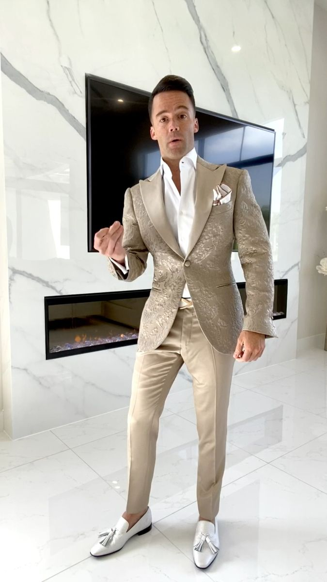 Which Color Pants Wins?  – DINNER JACKETS