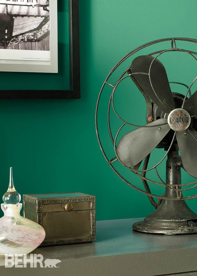 c7e9fe65af03 Make your guests green with envy over the luscious emerald shade of your  painted walls with this home inspiration. Pair vintage home accessories  with BEHR ...